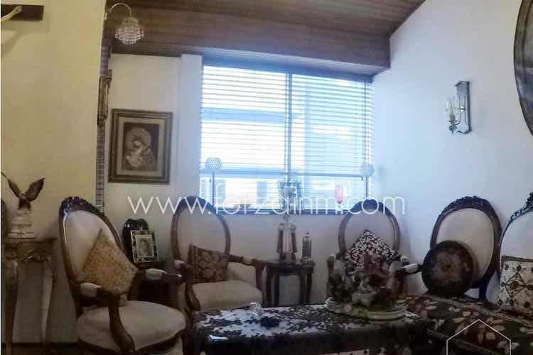 Portada Apartamento en venta en Cedritos de tres habitaciones