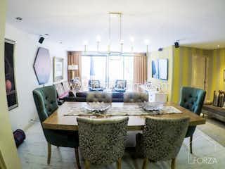 Una sala de estar llena de muebles y una televisión de pantalla plana en Apartamento en venta en Santa Bárbara Central, de 132mtrs2