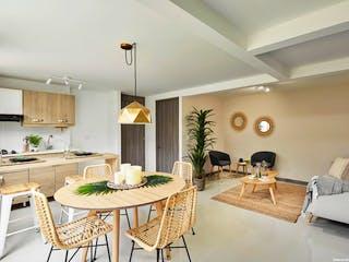 Una sala de estar llena de muebles y una mesa en Trópico