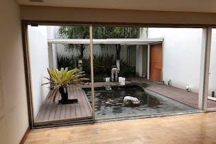 Casa en venta en Lomas de Bezares de 975mts, dos niveles