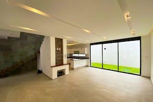 Casa en venta en Residencial Lago Esmeralda de 4 recámaras