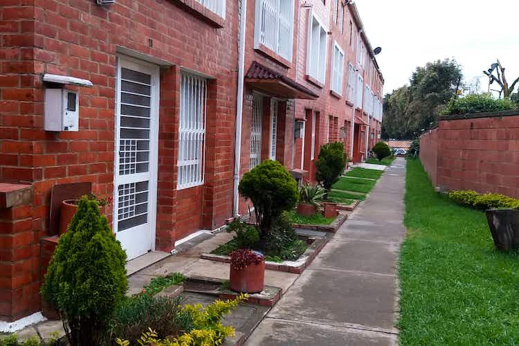 Portada Casa en venta en  suba  de 3 habitaciones