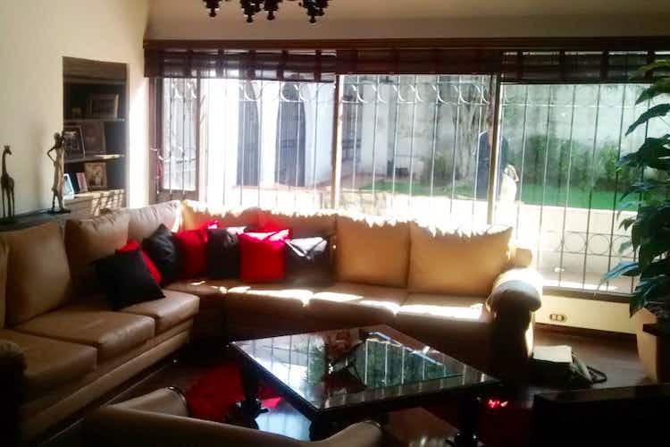 Portada Casa en venta en La Alhambra, 405mt de dos niveles.