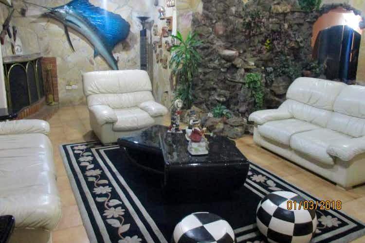 Portada Casa en venta en Contador, de 409mtrs2