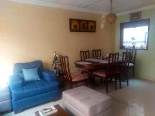 Una sala de estar llena de muebles y una televisión de pantalla plana en Casa en venta en Pradera Norte de 105mts, tres niveles