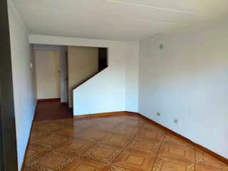 Una habitación con una cama y una mesa en ella en Casa en venta en Portales del Norte de 92mts, tres niveles