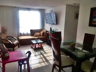 Una sala de estar llena de muebles y una televisión de pantalla plana en Apartamento en venta en Isla del Sol, de 55,48mtrs2