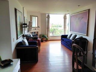 Una sala de estar llena de muebles y una televisión de pantalla plana en Apartamento en venta en Capellania de tres habitaciones