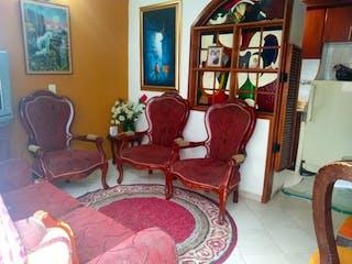 Una sala de estar llena de muebles y una chimenea en Conjunto SABANA GRANDE