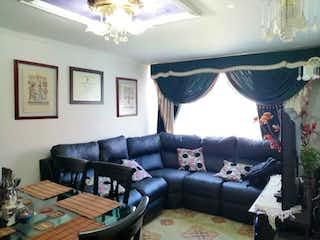 Una sala de estar llena de muebles y una gran ventana en Agrupacion DE VIVIENDA CASTILLA REAL II