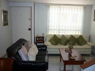 Una sala de estar llena de muebles y una ventana en Casa en venta en Portales del Norte de 85mts, tres niveles