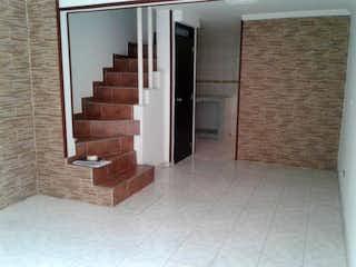 Un cuarto de baño que tiene un inodoro en él en Conjunto Prado De Castilla