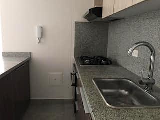 Un cuarto de baño con lavabo y un espejo en Conjunto Porto Americas