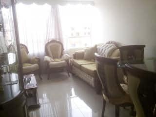 Una sala de estar llena de muebles y una ventana en Conjunto Residencial Oviedo