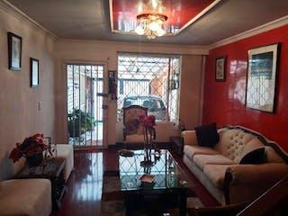 Una sala de estar llena de muebles y una ventana en Casa en venta en Las Americas Occidental de 3 habitaciones