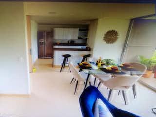 Una sala de estar llena de muebles y una planta en maceta en Apartamento en venta en San Antonio de Pereira, 62mt con balcon