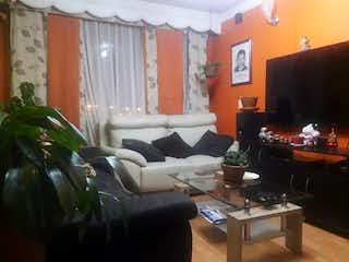 Una sala de estar llena de muebles y una televisión de pantalla plana en Apartamento en venta en Barrio El Tunal, de 60mtrs2