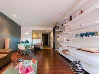Una sala de estar llena de muebles y un suelo de madera en Apartamento en venta en Rosales, de 88mtrs2