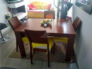 Una mesa de madera rematada con una mesa de madera en Apartamento en venta en  Cofradía Fontibon de 3 habitaciones