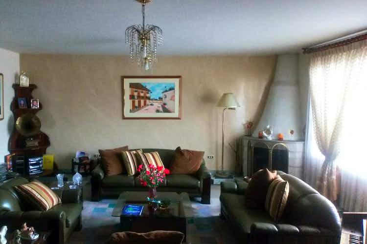 Portada Casa en  venta  en Barrio La Alahambra de 3 habitaciones