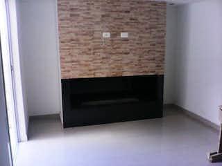 Cocina con horno de acero inoxidable y microondas en Casa En Venta En Bogota Villa Del Prado