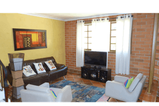 Casa en venta en Loma San José de 4 habitaciones