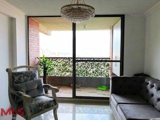 Una sala de estar llena de muebles y una ventana en Siempre Verde (Loma Los Bernal)