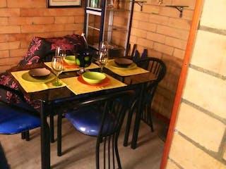 Una mesa que tiene unas tazas en Apartamento En Venta En Bogota San Antonio- 3 alcobas