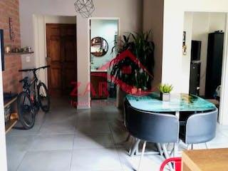 Una cocina con una planta en maceta en el mostrador en Ciudadela Prado