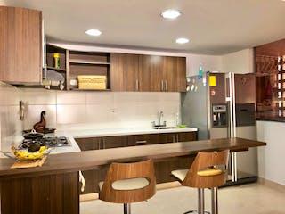 Una cocina con una mesa y sillas en ella en Apartamento en venta en Vereda San Jose de 3 habitaciones