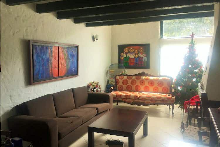 Portada Casa en venta en La Calleja, de 240mtrs2