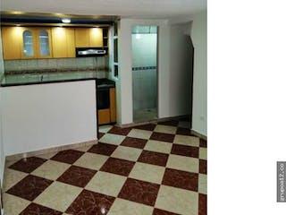 Un cuarto de baño con un piso a cuadros blanco y negro en Casa en venta en Alamos Norte  de 3 habitaciones