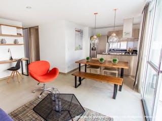Una sala de estar llena de muebles y una mesa de madera en Club Verde Terra