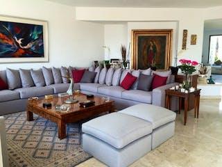 Una sala de estar llena de muebles y una chimenea en Casa en venta en Santa Fe de  3 recámaras