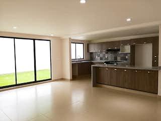 Una gran cocina con un gran ventanal en Casa en venta en La Magdalena, de 200mtrs2