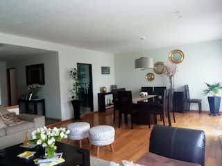 Una sala de estar llena de muebles y una televisión de pantalla plana en Casa en venta en San Nicolás Totolapan, de 209.12mtrs2