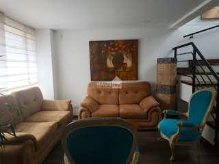 Una sala de estar llena de muebles y una gran ventana en Venta casa Cota