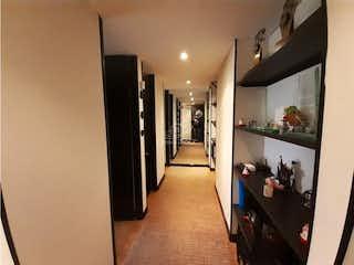 Una habitación llena de muchos muebles y desorden en Apartamento en venta en Chia de dos habitaciones