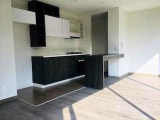 Una cocina con nevera y fregadero en Apartamento en venta en Carlos Lleras, de 67mtrs2