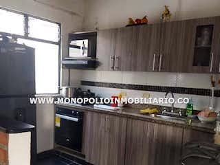 Una cocina con mucho espacio en el mostrador y un fregadero en Casa en venta en Santa Lucía, de 130mtrs2 Unifamiliar
