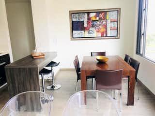 Una mesa y sillas en una habitación pequeña en Apartamento en venta en Carlos Lleras, de 67mtrs2