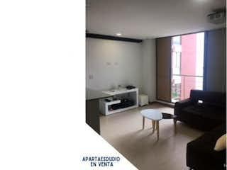Una sala de estar con un sofá, una silla y una mesa en Apartamento en venta en Casco Urbano Cajicá, de 55mtrs2 con balcón