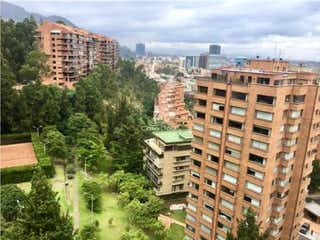 Un gran edificio en medio de una ciudad en Apartamento en venta en Barrio Usaquén, de 181,17mtrs2