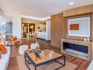 Una sala de estar llena de muebles y una chimenea en La Felicidad - La Isla