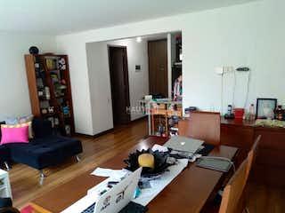 Una sala de estar llena de muebles y una televisión de pantalla plana en Covadonga Real
