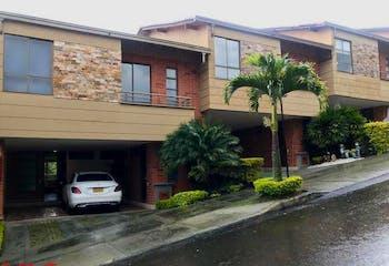 Casa en Loma del Chocho-Envigado, con 3 HAbtiaciones - 225.25 mt2.