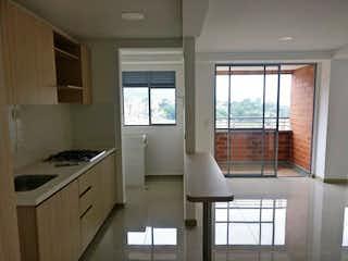 Una gran cocina blanca con un gran ventanal en Apartamento en venta en Villa Paula de dos habitaciones