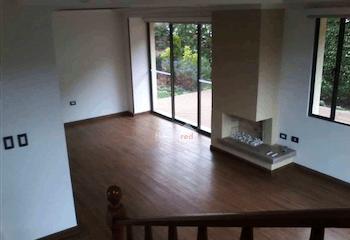 Casa Cota,265 mts2- con 4 habitaciones y chimenea