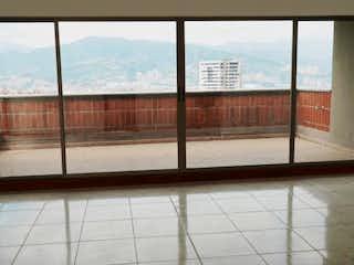 Una vista del horizonte de la ciudad desde una ventana en Edificio