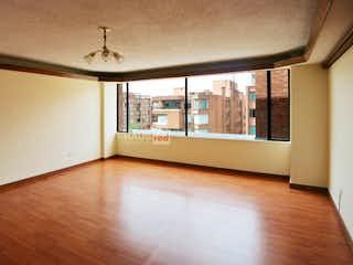 Una vista de una sala de estar con un gran ventanal en Penthouse en La Carolina - 396 mts, 4 parqueaderos.